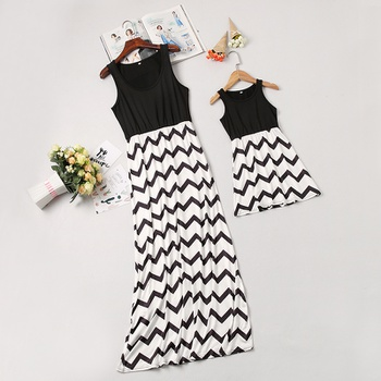 1ad9bf1d36f1 Mom and Me Trendy Sleeveless Wave Striped Dress in Black