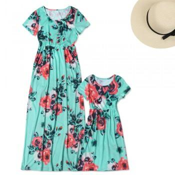 Pretty Floral Short-sleeve Mommy and Me Maxi Dress in Green