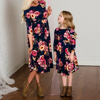 Pretty Floral Long-sleeve Matching Dress for Mom and Me