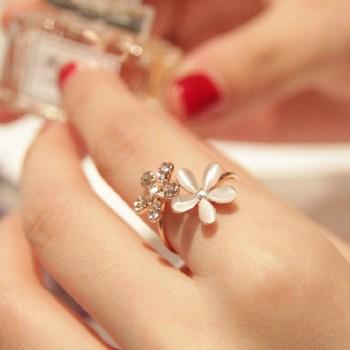 Pretty Flower Design Ring for Women