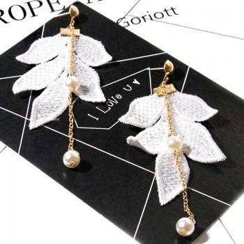 1-pair Leaf Design Pearl Linear Earrings