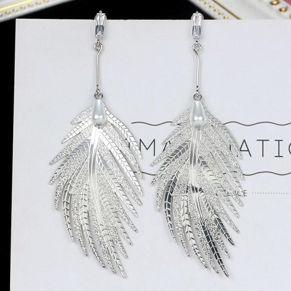 Pretty Leaf Design Pearl Decor Earrings